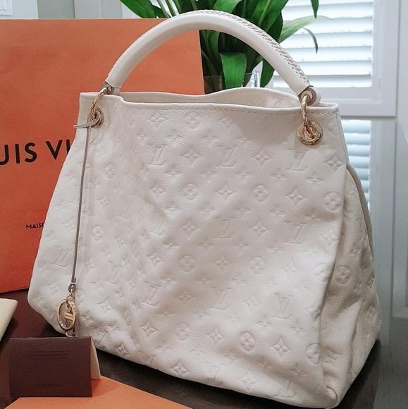 5f7e5207a8f 100% Authentic!! Louis Vuitton Artsy MM Hobo Bag